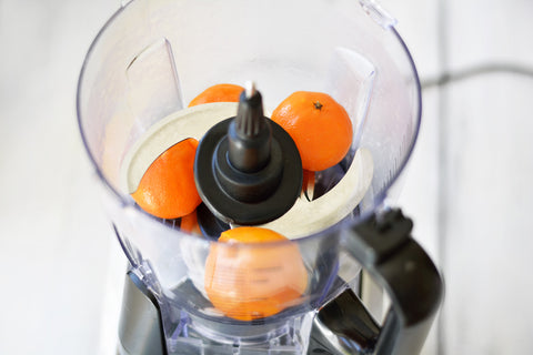 Juicer with oranges in it