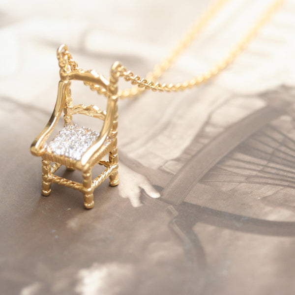 Missbibi mini chair necklace