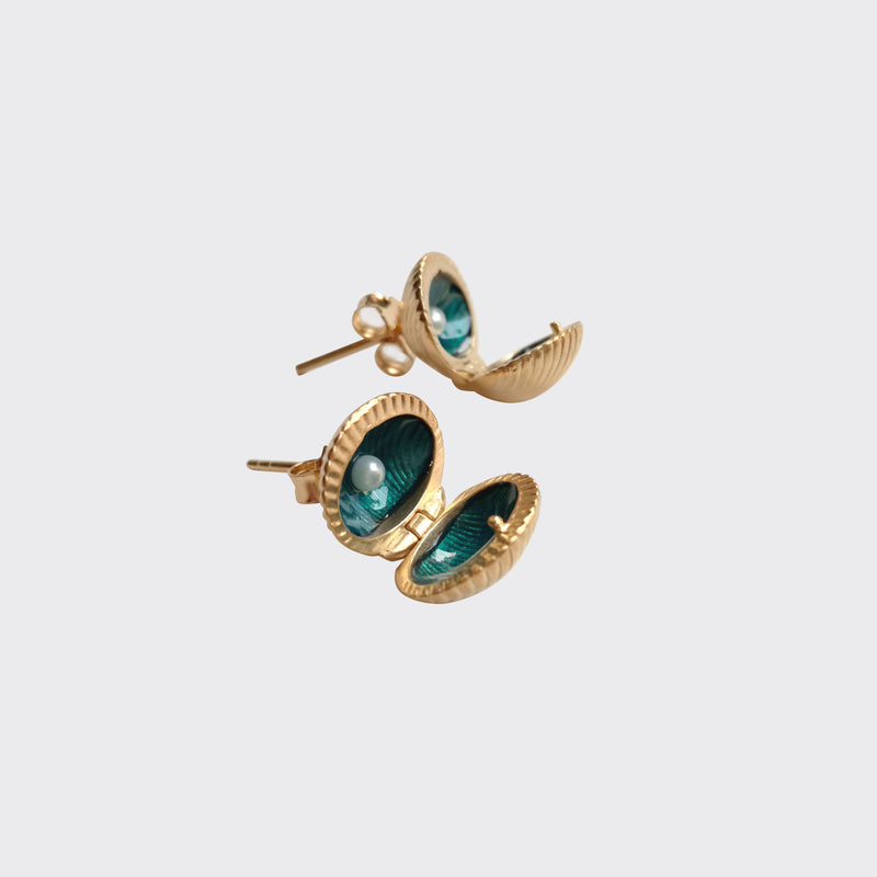 Missbibi mini shell earrings