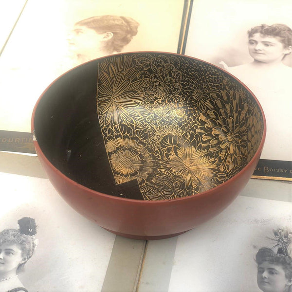 Antic Japanese bowl with 18k gold flower motif