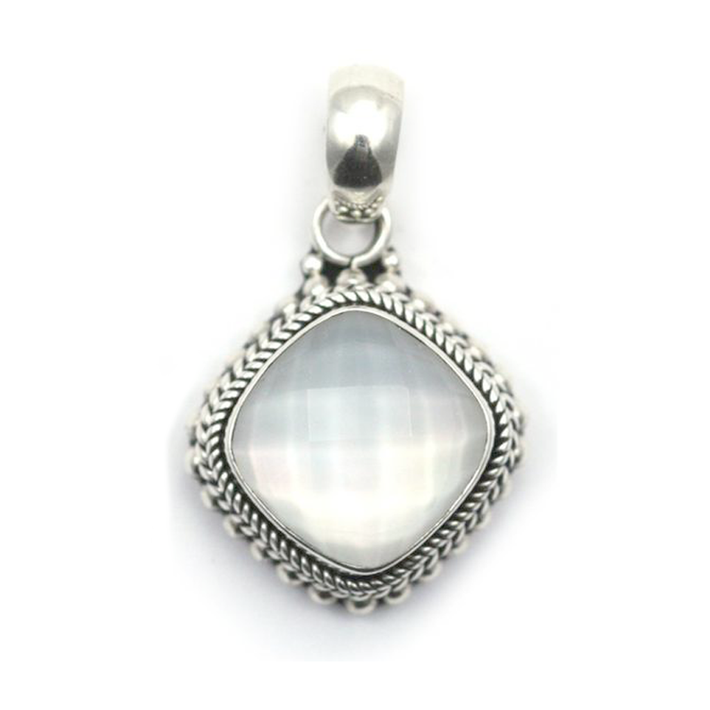 ID P002MPF MOTHER OF PEARL & QUARTZ PENDANT