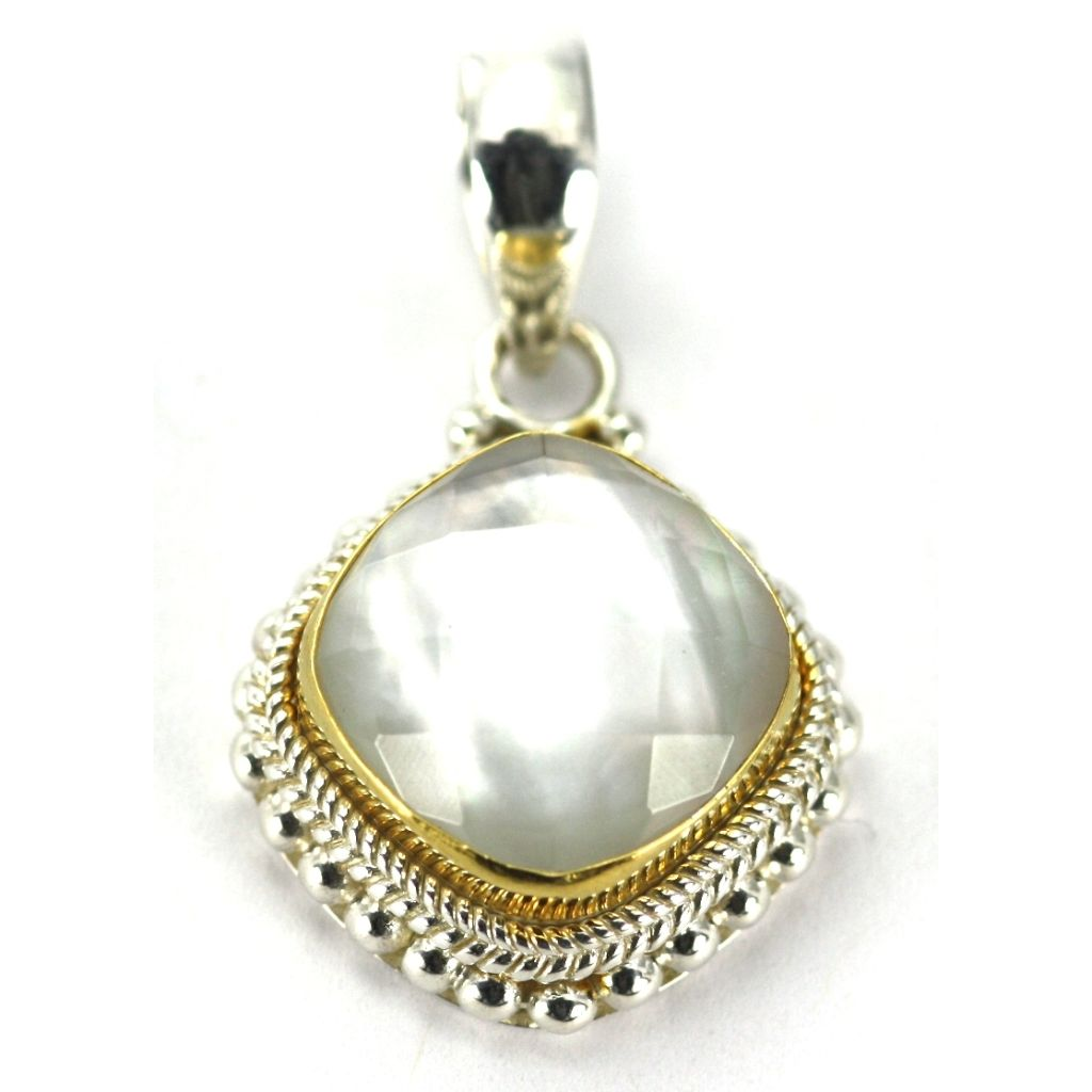 ID P009MPFG MOTHER OF PEARL & GOLD PENDANT