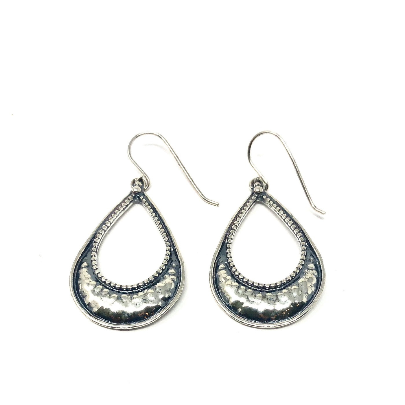 DSB E02917SI HAMMERED TEAR DROP EARRINGS