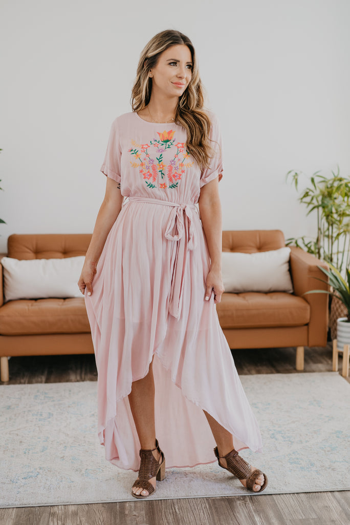 The Ashby Hi-Low Dress in Soft Blush, short sleeves, maxi dress, fashion, Wren & Ivory, Wren and Ivory, solid pink, hi-low dress, partially lined, round neck, Baby Bump Friendly, embroidery, self-tie belt, floral embroidery, beautiful dress, crepe fabric
