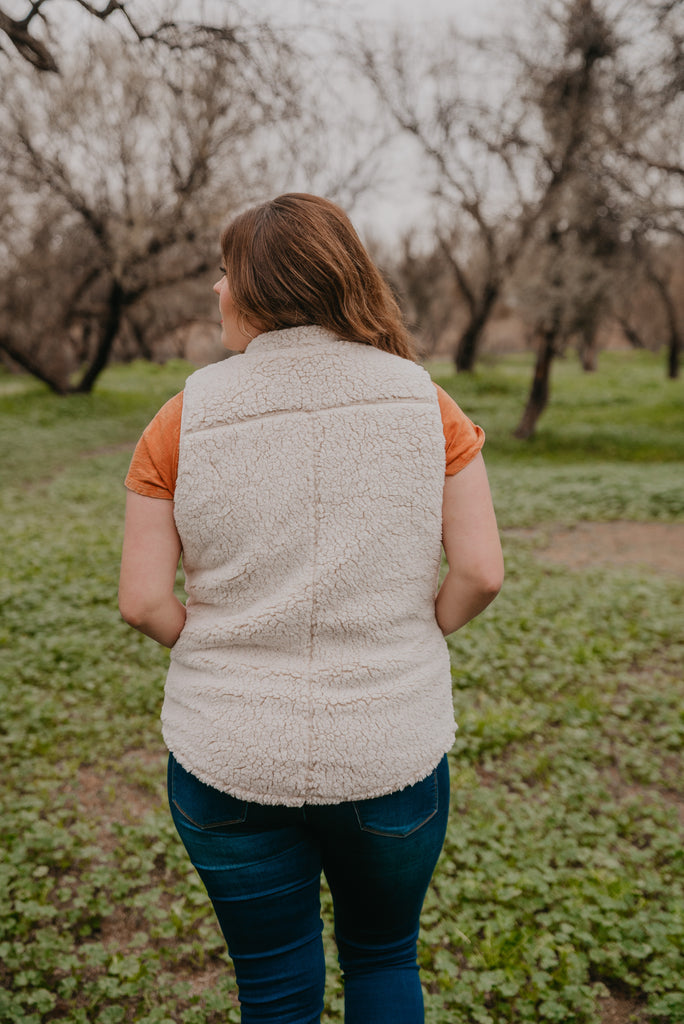 The Vail Sherpa Vest in Oatmeal PLUS