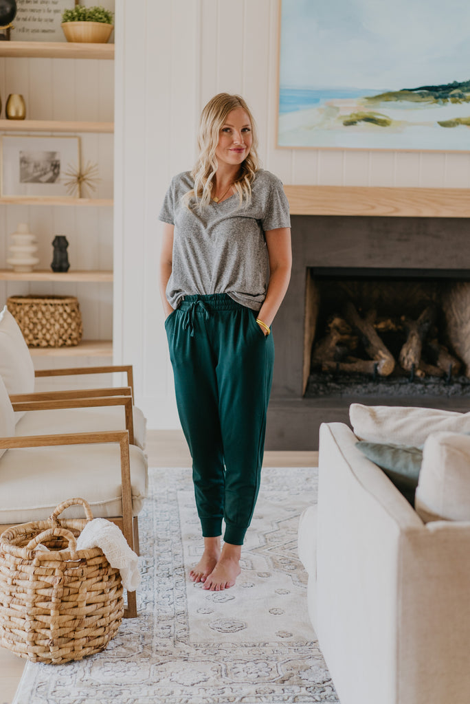 WI Basics: The Jenn Joggers in Hunter Green, hunter green joggers, comfy, cuffed joggers, elastic waist, pockets, soft knit joggers, Wren & Ivory, Wren and Ivory, drawstring, pockets, fall pants, lounge wear, joggers