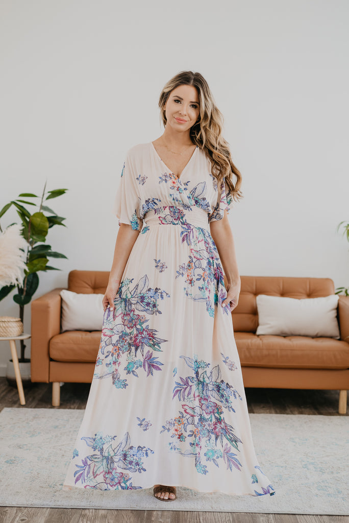 The Malakai Floral Print Maxi in Soft Apricot, maxi dress, Nursing Friendly, Baby Bump Friendly, lined, open back, fashion, Wren & Ivory, Wren and Ivory, dolman sleeves, smocked waist, floral print, side slits, plus sizes, peach dress