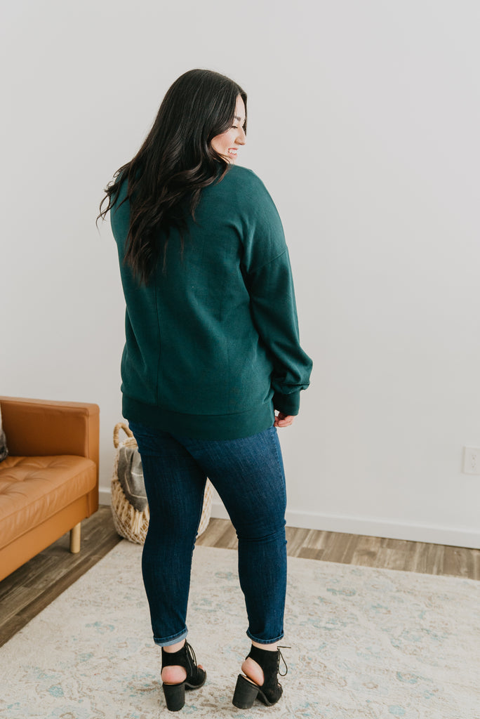 WI Basics: The Hana V-Neck Sweatshirt in Hunter Green, long sleeve, women fashion, Wren & Ivory, Wren and Ivory, fashion top, sweatshirt , V- neck, loose cut, soft fabric, casual comfort, Baby Bump Friendly, fall top, pockets, cuff sleeve, hunter green sweatshirt. Plus sizes, extended sizes, fall and winter