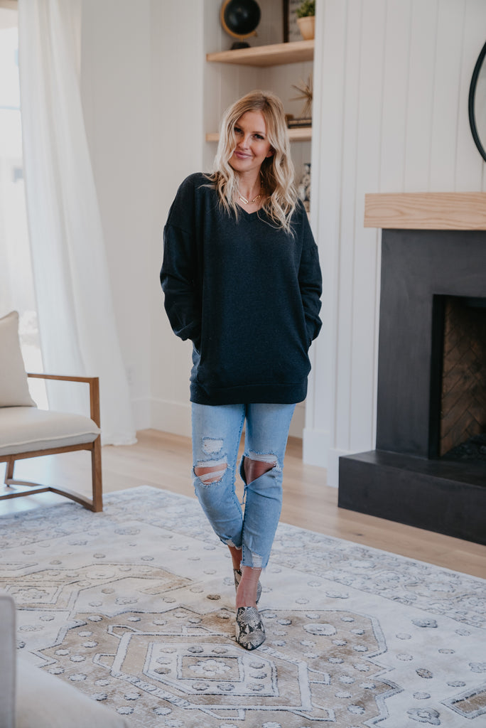 WI Basics: The Hana V-Neck Sweatshirt in Charcoal, long sleeve, women fashion, Wren & Ivory, Wren and Ivory, fashion top, sweatshirt , V- neck, loose cut, soft fabric, casual comfort, Baby Bump Friendly, fall top, pockets, cuff sleeve, red brick sweatshirt. Plus sizes, extended sizes, fall and winter