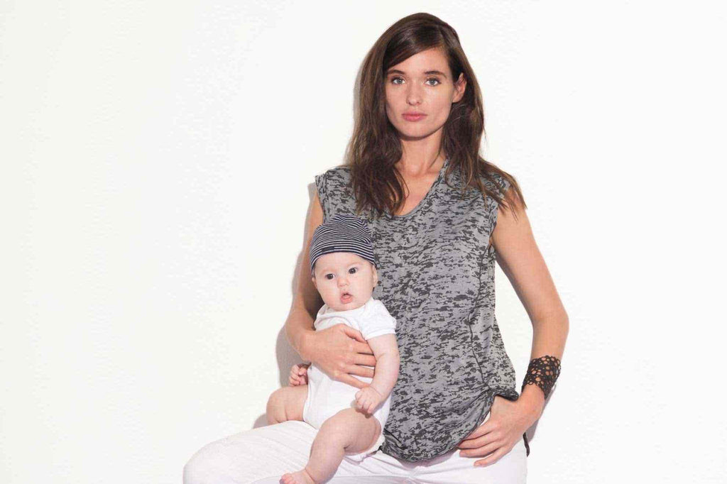 Stay stylish when breastfeeding with 3 fashion tips