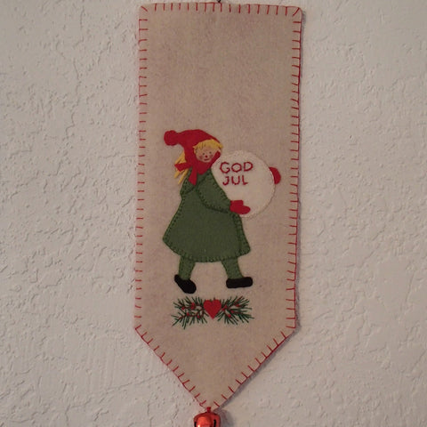 God Jul Wall Hanging Girl with Snowball