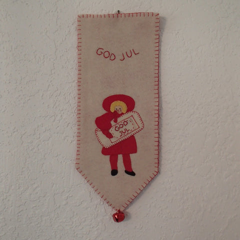 God Jul Wall Hanging Girl with Gift