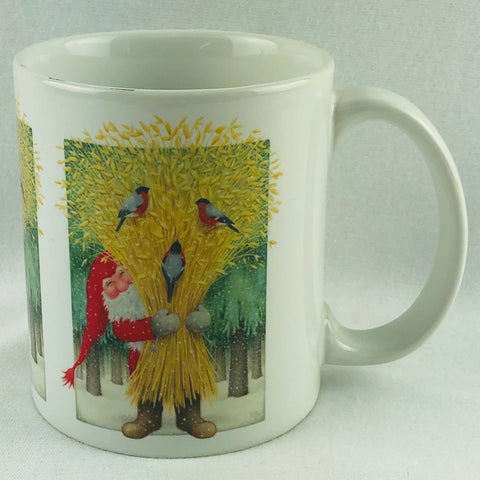 Eva Melhuish Tomte holding wheat coffee mug