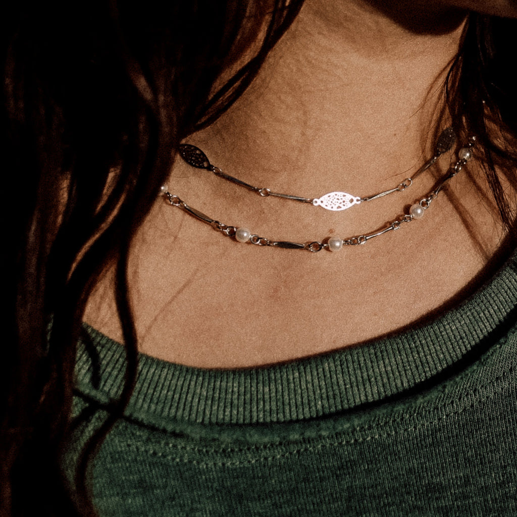 close up on model dainty pearl choker