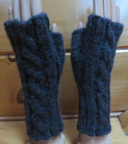 Pattern  552 - Fingerless Cable Mittens