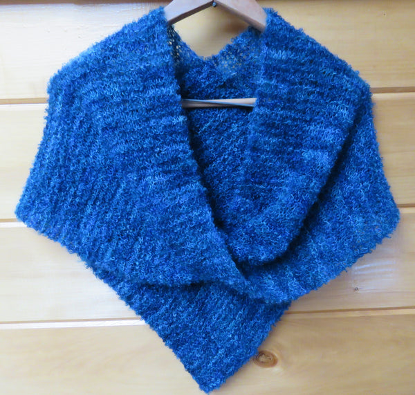 Shawl - Mobius Shawl in Medium Boucle (loopy mohair) - 901