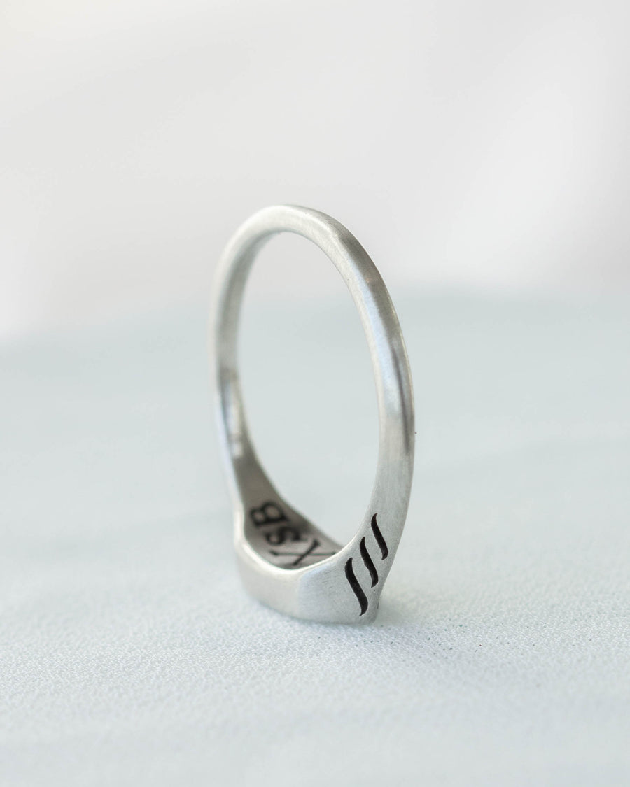 Raunja Small Signet Ring in Silver