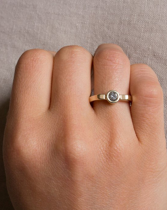 Misao Ring with Gray Diamond in Gold