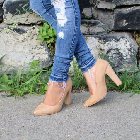 July 24, 2017 • blogger • camel • ffcnewyork • footwear • ladies •  manhattan • newyorkcity • sandals • shoes • valentina