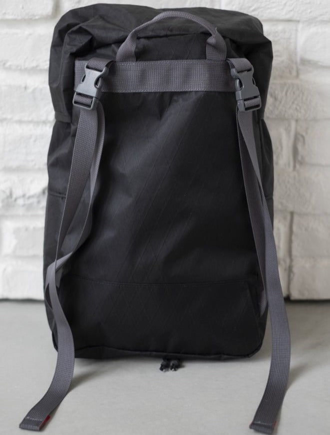 LUSB242 Black Rooftop Pannier with adjustable straps buckled
