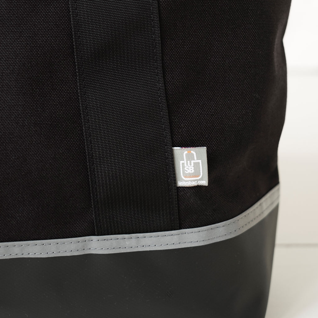 LUSB147 FORT Junior Personal Utility Bag with LUSB Label Detail