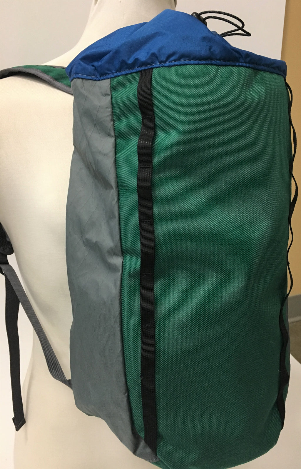 LUSB171 Ultralight Day Pack Green/Blue Side View
