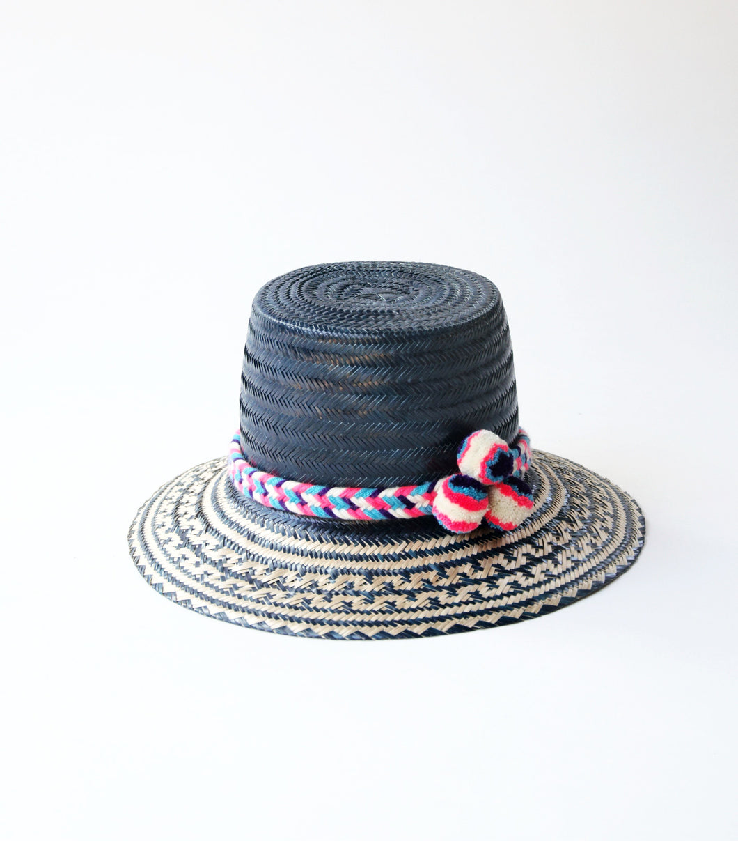 Azul Straw Hat with pompoms - In Stores only - MãeAzul