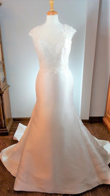 Trumpet Lace and Satin Wedding Dress