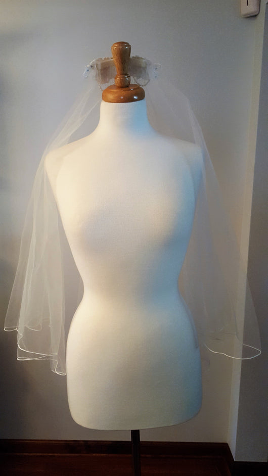 Fingertip Lace Veil