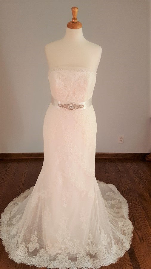 La Sposa Sheath Lace Wedding Dress
