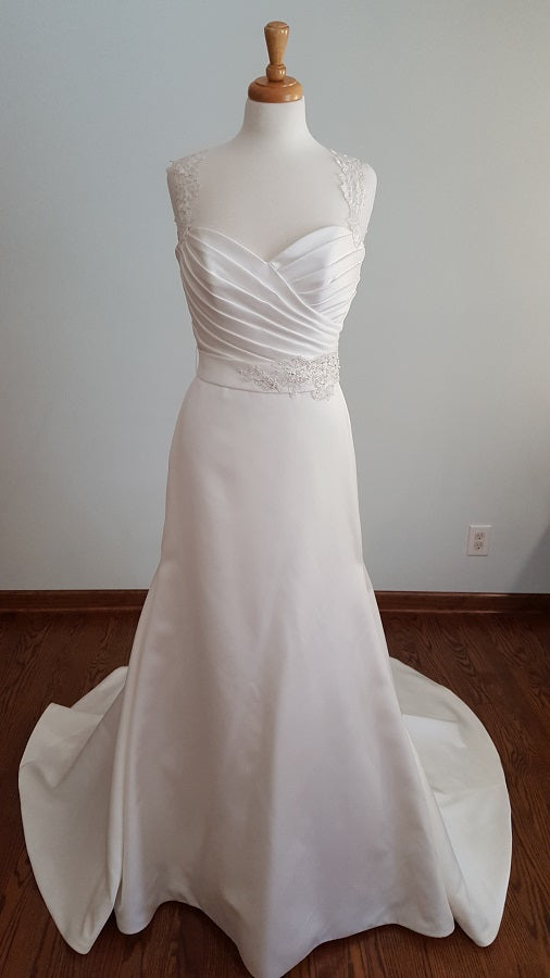 Mikaella 1954 Trumpet Wedding Dress