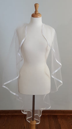 Sandra's Designs Waterfall Fingertip STWR1B Veil