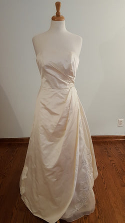 Marisa 580 Wedding Dress