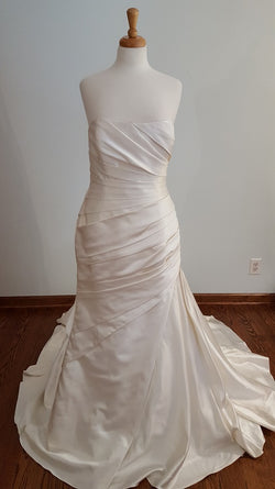 La Sopsa Trumpet Wedding Dress