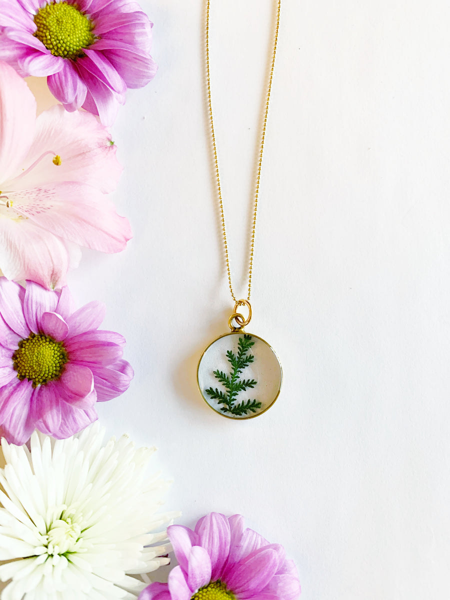 Satu Gold Circle Necklace with Lace Fern