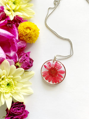 Satu Circle Red Daisy Necklace