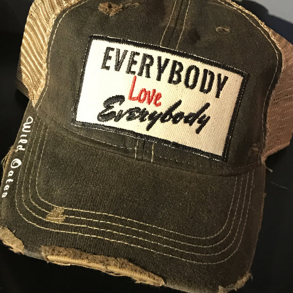 Everybody love Everybody Trucker Hat