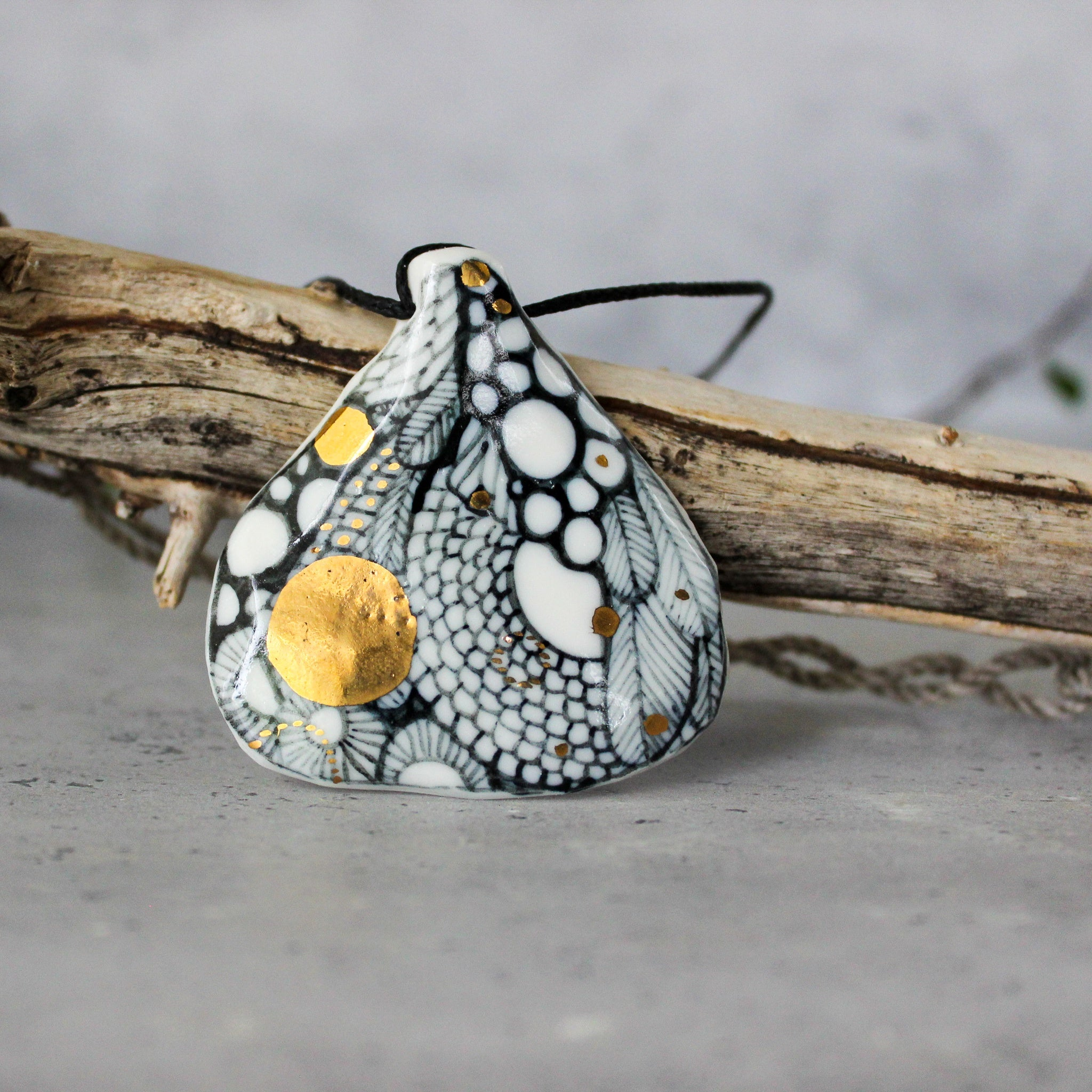Ceramic Necklace 'Wing'