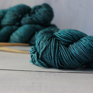 Yarn : Hand-dyed Silk/Merino/Yak 'Shepherdess'