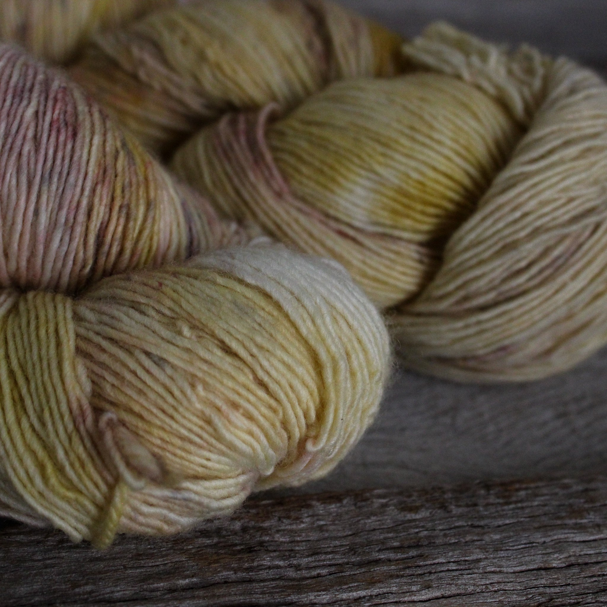 Yarn : Hand-dyed Merino 'Fields of Barley'