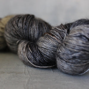 Yarn : Hand-dyed Silk/Merino/Yak 'Forest Floor'