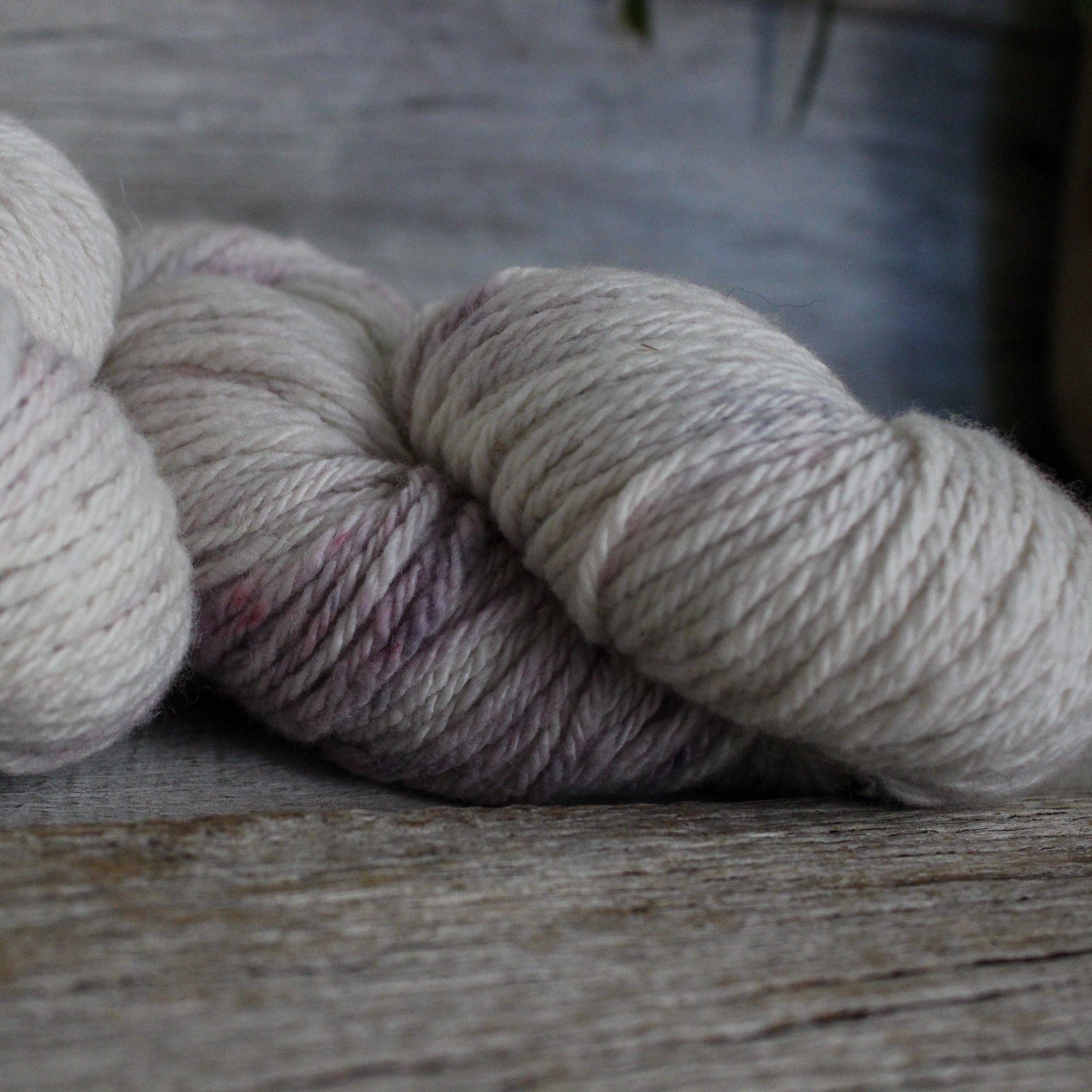 "Yarn : Hand-dyed Merino ""Mauve Touch"""