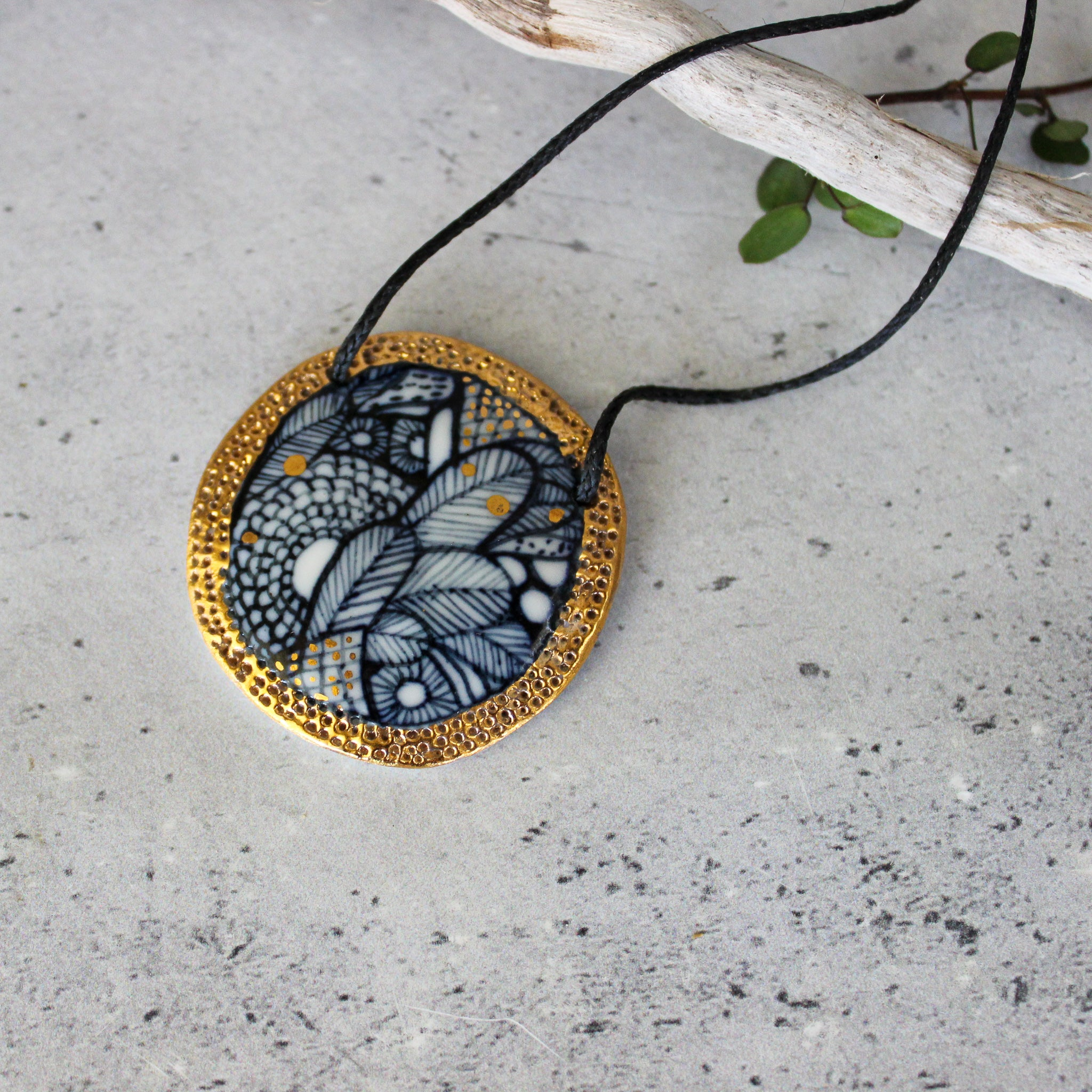 Ceramic Necklace Indigo Gold