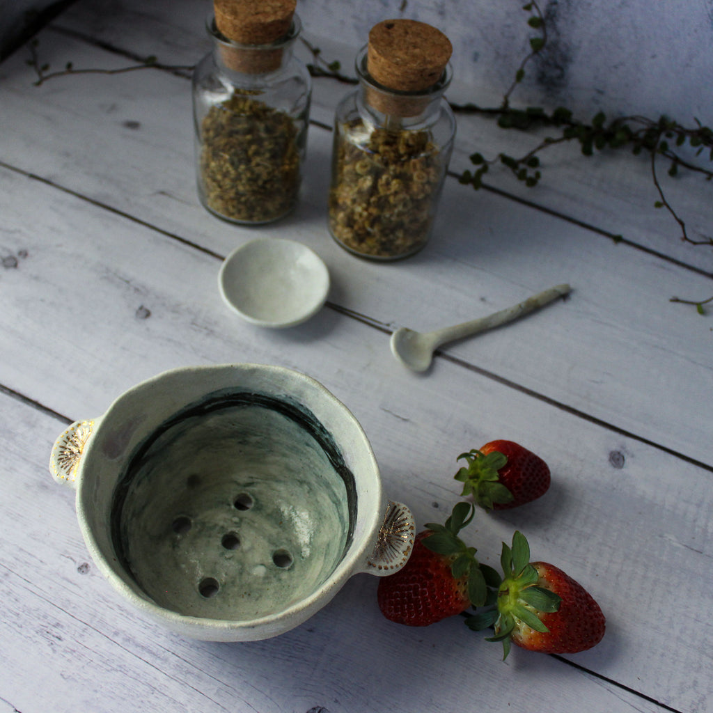 Ceramic Berry Colander Dark