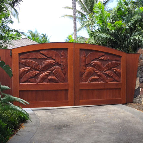 Nature Portrait Driveway Gate with Banana Leaf