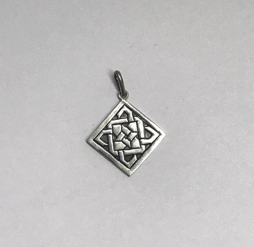 www.hersandhistreasures.com/products/Diamond-Shaped-Celtic-Knot-Sterling-Silver-Pendant