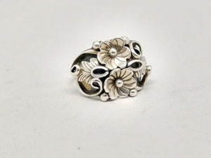 www.hersandhistreasures.com/products/Native-American-Flower-and-Leaf-Sterling-Silver-Ring