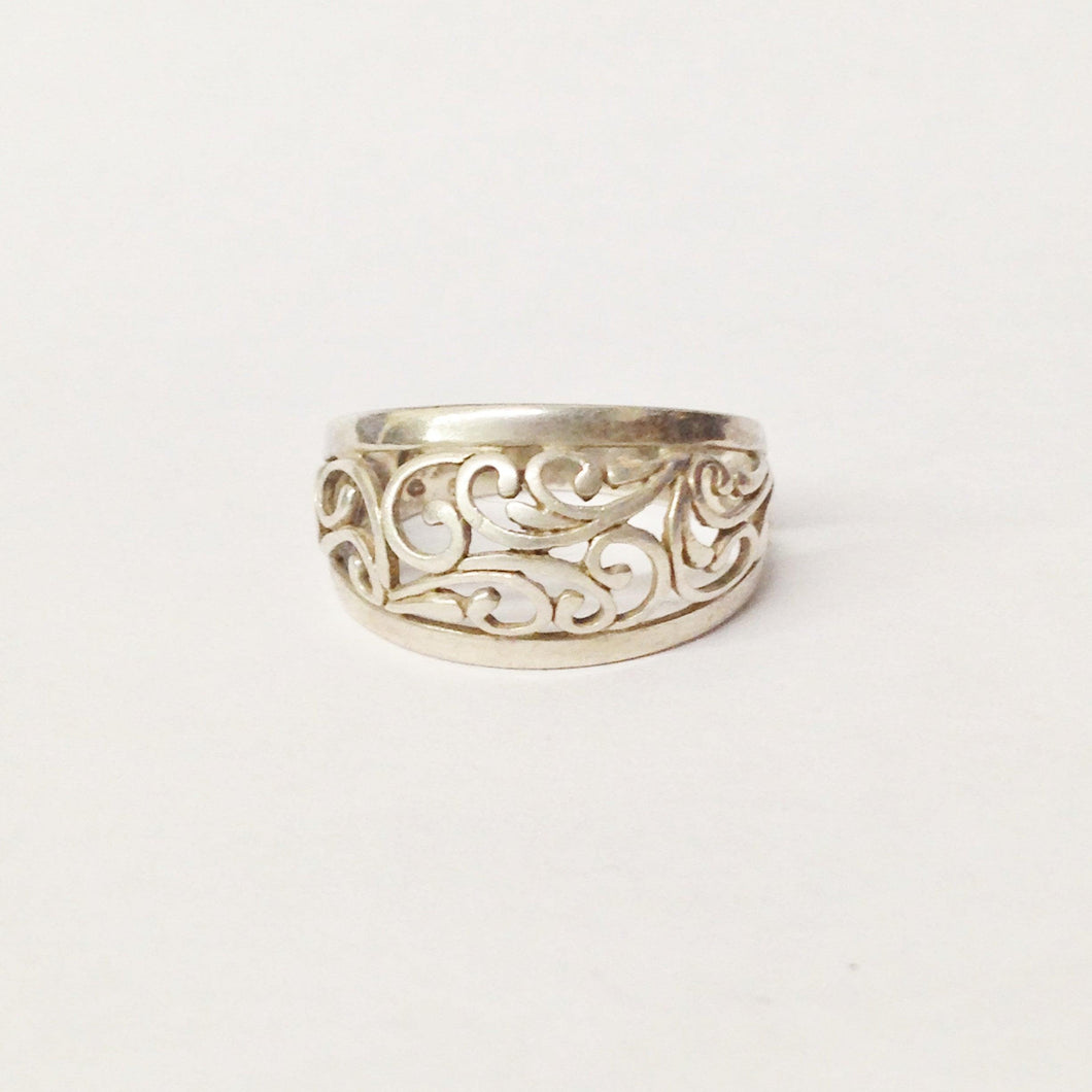 Sterling Silver .925 Lace Scroll Ring https://www.hersandhistreasures.com/collections/sterling-silver-rings