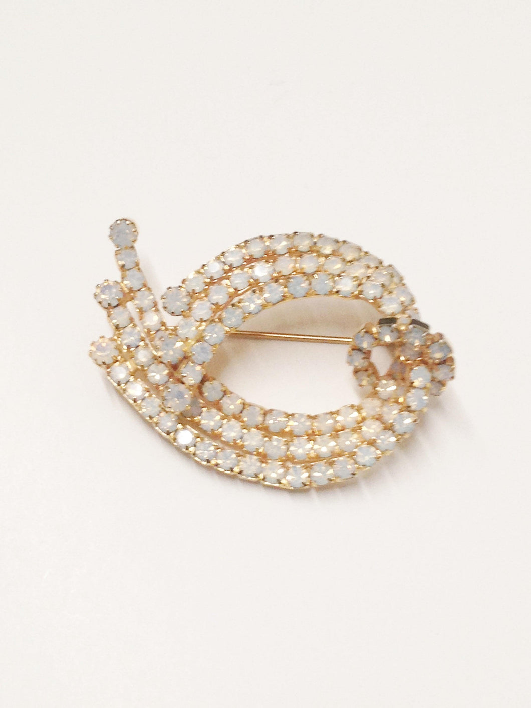 www.hersandhistreasures.com/products/Vintage-Opaque-White-Rhinestone-Brooch-Pin