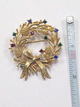 Load image into Gallery viewer, Rhinestone Christmas Wreath Brooch Pin